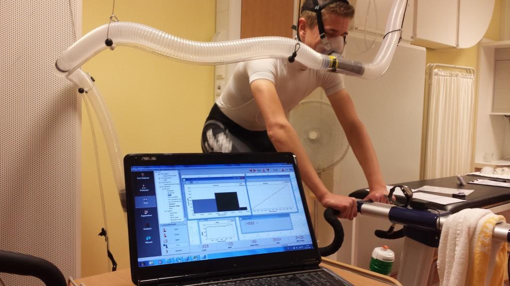 Fietser die fietstest uitvoert