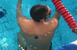 Zwemmer met sensor